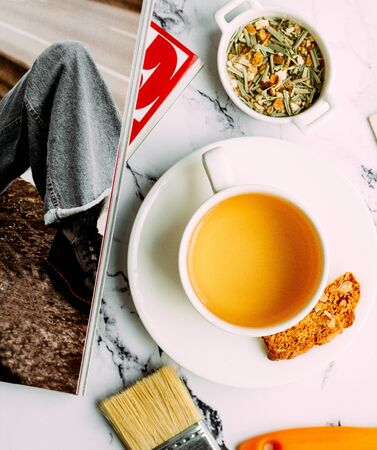a cup of tea with cookie 版權商用圖片 - 144710836