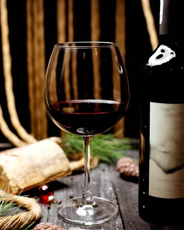 a glass of wine and bottle of wine 版權商用圖片 - 144710858