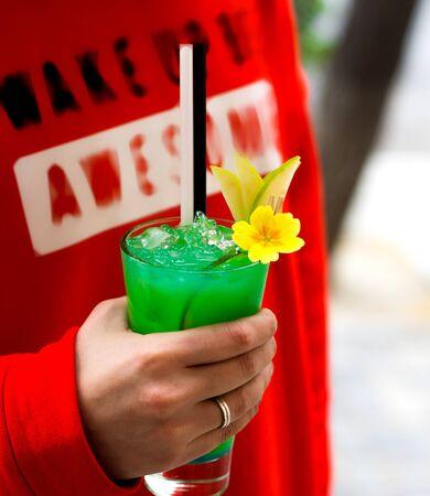 a person holding green ice tea 版權商用圖片