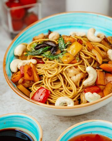 shrimp noodles with vegetables and white beans