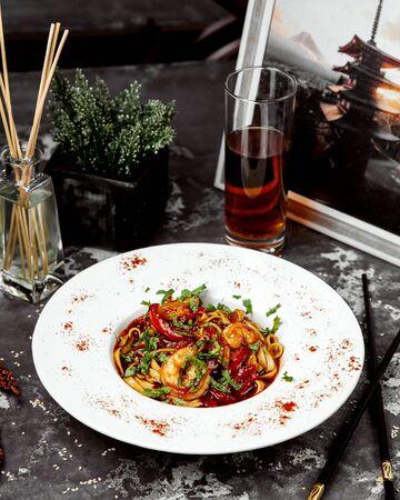 shrimp spaghetti in tomato sauce