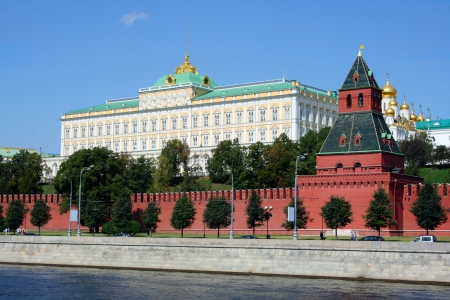 moskva river: The Moscow Kremlin and the Moskva River in a sunny day