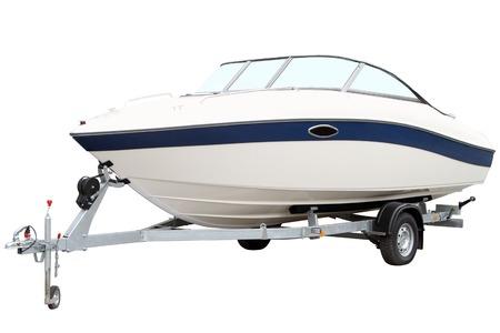remolque: Barco de motor moderno en el remolque para el transporte