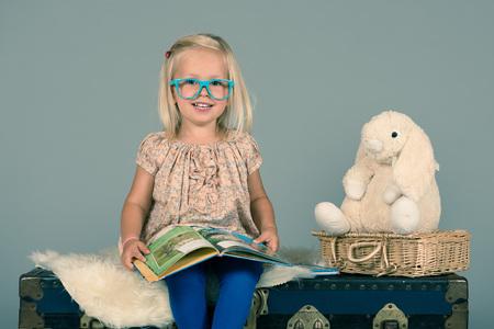 Livre de lecture intelligente fille d'âge préscolaire pour son petit ami Lapin