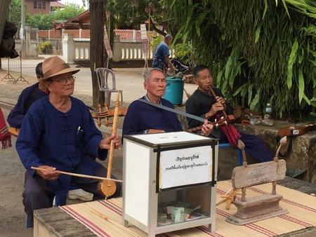 folk music: Playing folk music