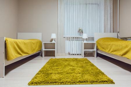 Die Herberge Interieur - Schlafzimmer. Doppelbett. schöne Innen Standard-Bild - 61731266