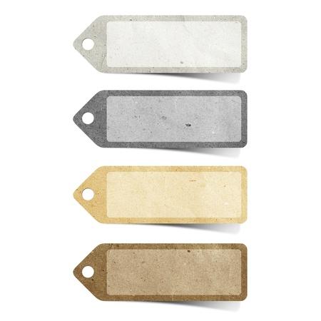 Tag-recycelten Papier Handwerk Stick auf weißem Hintergrund Standard-Bild