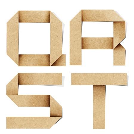 craft paper: Letras del alfabeto de origami reciclan papel craft stick sobre fondo blanco Foto de archivo