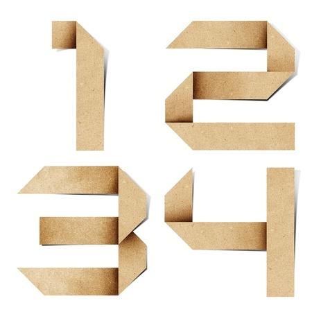 papel reciclado: Letras del alfabeto de origami reciclan papel craft stick sobre fondo blanco Foto de archivo