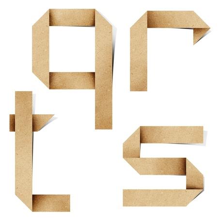 cartas antiguas: Letras del alfabeto de origami reciclan papel craft stick sobre fondo blanco Foto de archivo