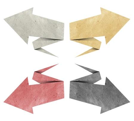 flecha direccion: flecha origami etiqueta reciclado papel craft stick sobre fondo blanco
