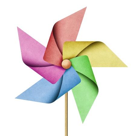 windmills: Molino de reciclado papercraft sobre fondo blanco Foto de archivo