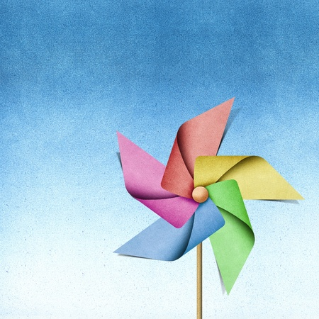 windm�hle: Windm�hle recycelt papercraft auf Papier Hintergrund