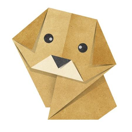 リサイクル紙から作られた折り紙の犬