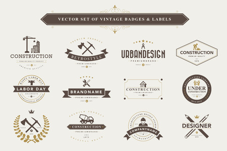logotipo de construccion: Conjunto de insignias de diseño vintage y etiquetas Vectores
