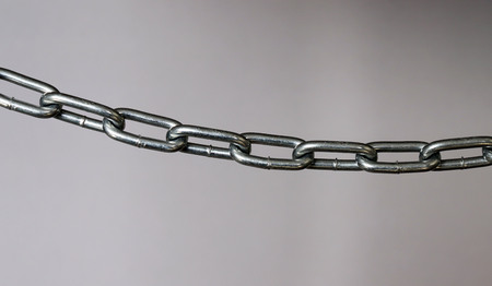 A silver metal chain laterally. Imagens