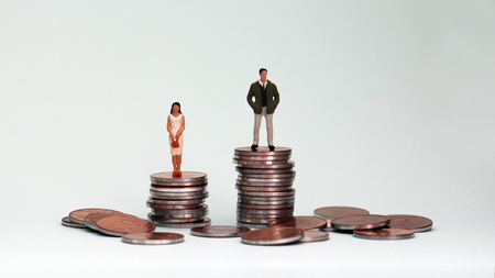 The concept of wage disparity between men and women. 免版税图像 - 97355686