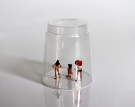 Miniature women. A concept on the question of sex objectification.