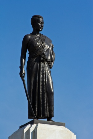 Lady Mo monument photo