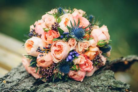 Brautstrauß mit roten Blumen Lizenzfreie Bilder
