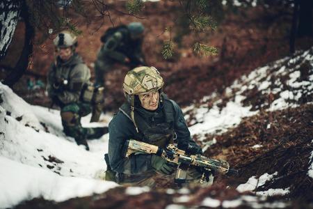 Junge Frau Soldat Mitglied der Ranger Kader Standard-Bild - 38789859