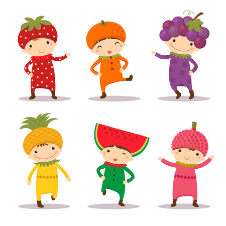 manzana caricatura: Ilustración de los niños lindos en fresa, naranja, uva, piña, sandía y trajes litchi Vectores