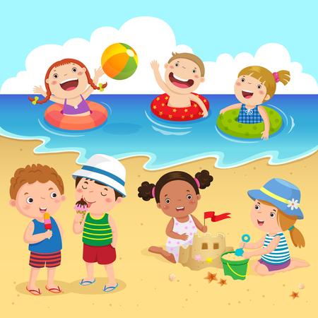 ビーチで楽しんで幸せな子供