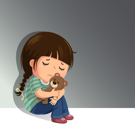 Droevig meisje dat alleen met haar teddybeer zit Stockfoto - 92121292