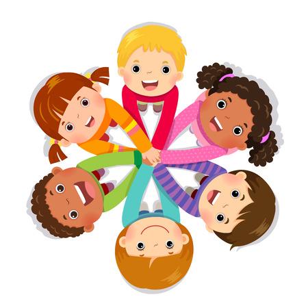 Grupo de niños juntando las manos sobre fondo blanco.