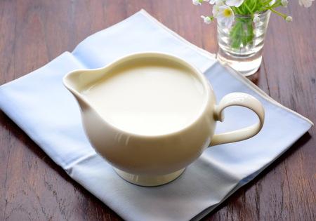 latte fresco: delizioso latte, nutriente e fresco in vaso.