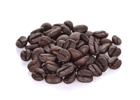 koffiebonen met geïsoleerd op witte achtergrond