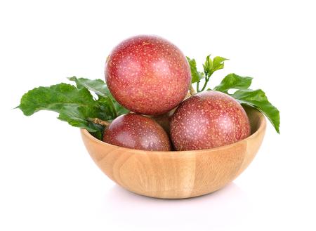 Passie fruit geïsoleerd op een witte achtergrond Stockfoto - 90529600