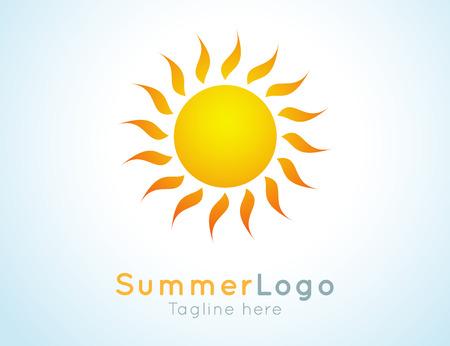 sole: estate Contrassegno di vettore. Il logo estate. Soleggiato elemento di design. Disegno di sfondo per banner, poster, flyer, copertura, brochure. Alba e tramonto. Brillante grafica natura.