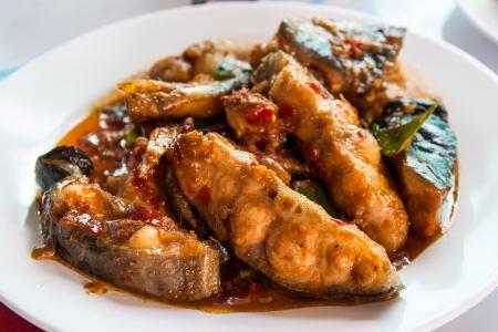 sheatfish: Tailandesa sheatfish picante Revolver-frito Foto de archivo