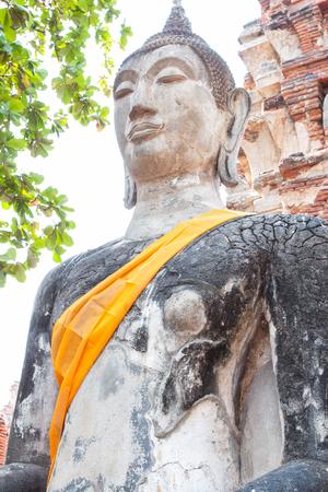 phra nakhon si ayutthaya: Buddha statue in Ayutthaya historical park.