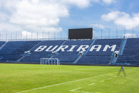 BURIRAM, THAILAND - SEP15, 2016: i-mobile stadion op 11 mei 2016. Het i-mobile stadion is het grootste voetbalstadion in Thailand. Stockfoto - 87197761