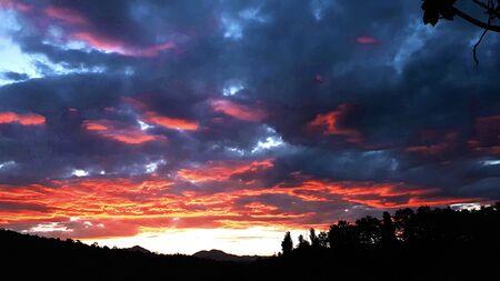 Dramatic sunset and sunrise sky. Фото со стока - 132107500