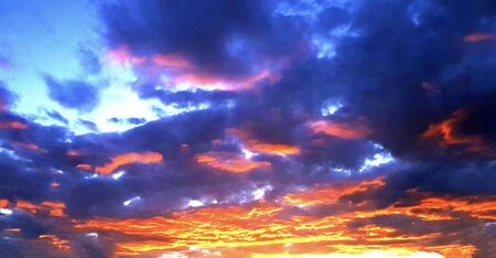 Dramatic sunset and sunrise sky. Фото со стока - 132107057