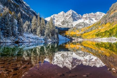 winter en herfst gebladerte op Maroon Bells, Aspen, CO Stockfoto