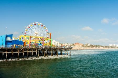素敵な晴れた日にカリフォルニア州サンタモニカー桟橋