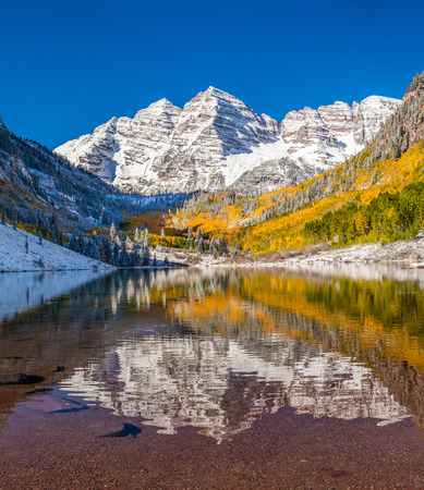 maroon: Maroon Bells national park in Falls after early snow storm