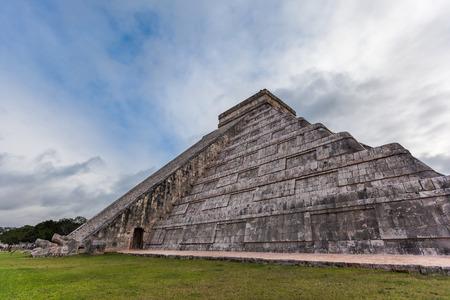 Chichen Itza, Mayan Pyramid, Yucatan, Mexico. photo
