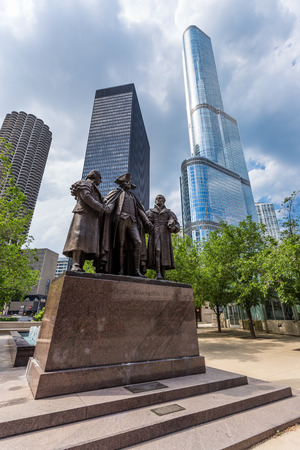 morris: George Washington Robert Morris Haym Salomon Memorial Statue in downtown Chicago Stock Photo