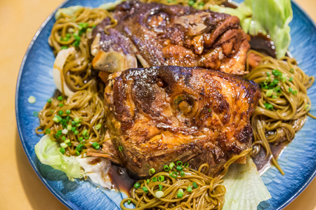 kama: Simmered Sea Bream Head over noodle - Tai kama no nitsuke