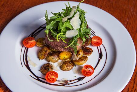Grilled steak with fresh tomatoes and garlics
