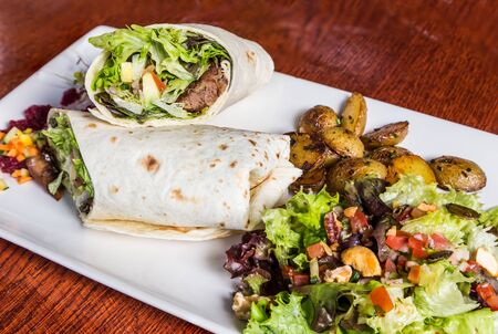 delicious beef kabab with fresh salad and grilled garlic Stok Fotoğraf