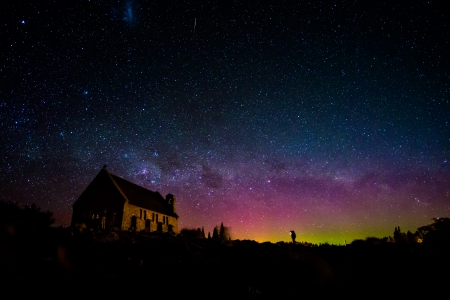 tekapo: Milky way in the night sky at Church of the Good Shepherd, Lake Tekapo, New Zealand Stock Photo