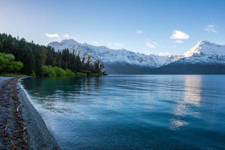 Dawn bij Lake Wakatipu, Queenstown, Nieuw-Zeeland