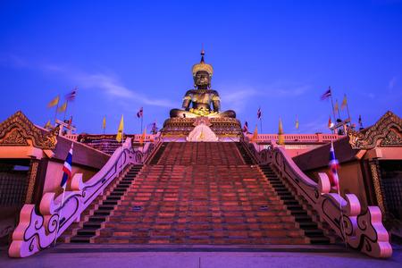 dhamma: Statua di Buddha: Buddha maha Dhamma racha nella provincia di Petchabun, Thailandia