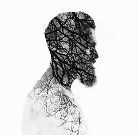 exposici�n: Retrato doble exposici�n de peso corporal de un hombre con barba y el �rbol